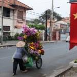 Постер, плакат: Selling flowers in Vietnam