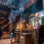 Praying in Vietnam — Stock Photo