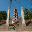Riding a bicycle in Vietnam — Stock Photo
