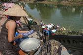 Laundry in the Perfume River, Vietnam — ストック写真