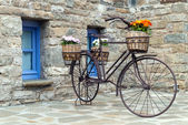 Old bicycle in Greece — Stock Photo
