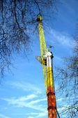 Torre de viajar em um parque de diversões — Foto Stock