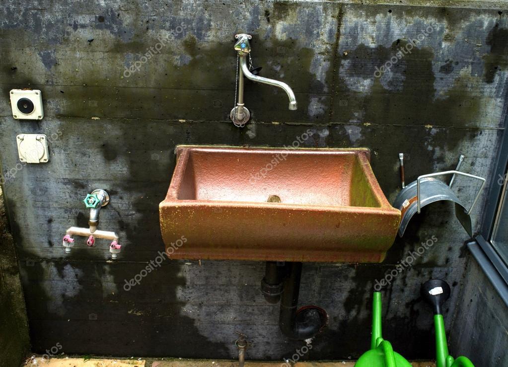 Rame lavello giardino — Foto Stock © artistan #26062911