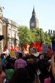 Manifestantes turcos y kurdos que marchaban hacia el parlamento — Foto de Stock