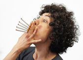 Woman smokes 5 cigarettes — Stock fotografie