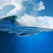 Breaking surfing ocean wave — Stock Photo