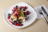 Pancakes with cottage cheese and berries — Stock Photo