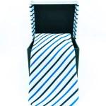 caixa preta da qual pende um fundo de gravata branca, isolado - gravata moderna em uma caixa aberta — Fotografia Stock  #35525641