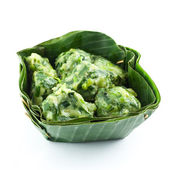 Steam dumpling stuff with garlic chives in banana leaf on white — Stock Photo