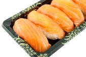 サーモン寿司白い背景で隔離のクローズ アップ — ストック写真