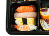 Closeup of sushi in a Japanese Lunch box (Bento) Sushi Bento — Stockfoto