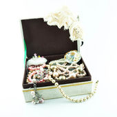 Jewelry box with jewelry - Treasure of pearls on white — Stock Photo