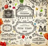 Jul dekoration samling. uppsättning kalligrafiska och typografiska element, ramar, vintage etiketter. band, klistermärken, santa och ängel. hand dras christmas bollar, päls trädgrenar och gåvor. — Stockvektor