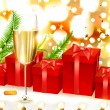 Elegant Christmas background with red gifts, firtree branches and glass of champagne - Imagen vectorial