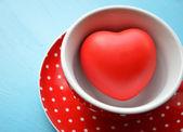 红色圆点杯咖啡,心里面 — 图库照片