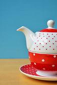 Red tea kettle polka dots — Stock Photo
