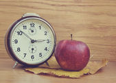 Vintage old clock and apple — Stock Photo
