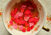 Cup of tea with petals close up — Stock Photo