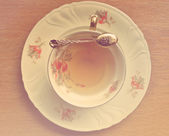 Vintage Cup of tea and teaspoon on wooden — Foto Stock