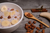 Bowl of muesli and millk with fresh banana close up — Stockfoto