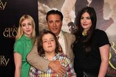 Andy Garcia and family — Stock Photo