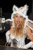Ashley marriott op kerri kasem praat halloween op de sixx zin studio's met josie houdt j. valentine kostuums, sixx zin studios, sherman oaks, ca 10-17-12 — Stockfoto