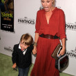 Постер, плакат: Julie Bowen at Shrek The Musical Los Angeles Opening Night Pantages T