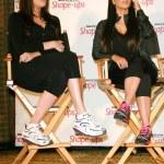 Постер, плакат: Khloe Kardashian and Kim Kardashian