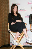 Khloe Kardashian at a press conference to announce a Global Partnership Wi — Foto de Stock