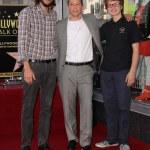 ������, ������: Ashton Kutcher Jon Cryer Angus T Jones