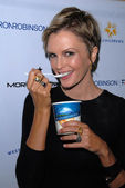 Kylie Bax with New Zealand Naturals Ice Cream — Stock Photo