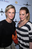 Kylie Bax and Hilary Duff — Stock Photo