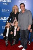 "Allen Covert and family at the ""Jack and Jill"" World Premiere, Village Theater, Westwood — Stock Photo"