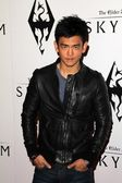 """John Cho at the """"Skyrim"""" Official Launch Party, Belasco Theater, Los Angel — Stock Photo"""