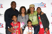 Rodney Peete and Holly Robinson Peete with Family — Stock Photo