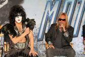 Paul stanley, vince neil presso il bacio & la conferenza stampa di motley crue, roosevelt hotel, hollywood, ca 20/03/12 — Foto Stock