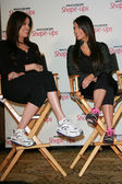 Khloe Kardashian and Kim Kardashian at a press conference to announce a Global Partnership With Kim Kardashian And Kris Jenner, Beverly Wilshire, Beverly Hills, CA. 11-22-10 — Zdjęcie stockowe