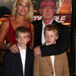 Tony Scott and family — Stockfoto