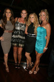 Kerri kasem, meghan noone, ashley marriott y kelly aldrich en el permite patea para beneficio del concierto de kenia, once, west hollywood, ca. 04/06/10 — Foto de Stock