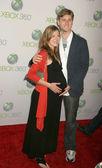 亚伦斯达通与妻子康妮 · 弗莱彻在 amc 狂人季节 4 洛杉矶首映、 曼中国 6、 好莱坞,加利福尼亚州 10/7/20 — 图库照片