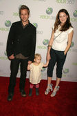 Gabriel Macht and Jacinda Barrett and daughter Satine Anais Geraldine Macht — Stock Photo