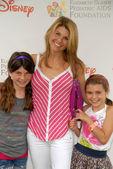 Lori Loughlin and daughters — Stock Photo