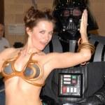 Постер, плакат: Alicia Arden as Princess Leia with Darth Vader at the Pasadena Rockn Comic Con Day 2 Pasadena Convention Center Pasadena CA 05 29 10