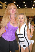Laurene Landon and Paula Labaredas — Stock Photo
