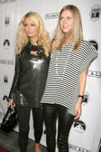 Paris Hilton and Nicky Hilton — Stock Photo