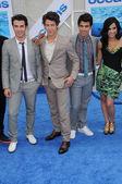 "Kevin Jonas, Nick Jonas and Joe Jonas with Demi Lovatoat the ""Oceans"" Los Angeles Premiere, El Capitan Theatre, Hollywood, CA. 04-17-10 — Stock Photo"