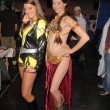 Foto de Stock  : BridgettTomarchio and costumed attendee