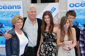 """Barry Bostwick and familyat the """"Oceans"""" Los Angeles Premiere, El Capitan Theatre, Hollywood, CA. 04-17-10 — Stock Photo"""