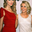 Taylor Swift and Julianne Hough — Foto de Stock