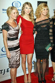 Christina Applegate, Taylor Swift and Faith Hill — Stock Photo